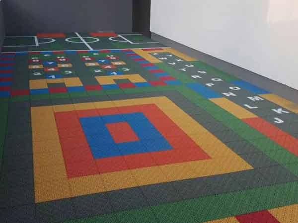 悬浮拼装地板